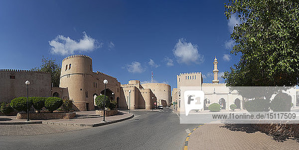 Stadtmauer  Ziegenmarkt und Al Qala'a-Moschee  Nizwa  Oman