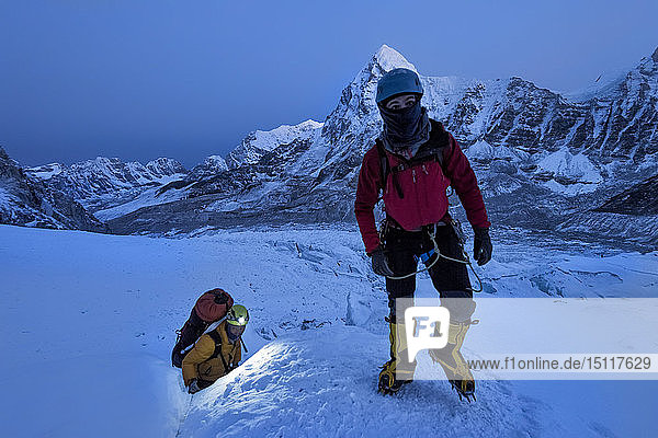 Nepal  Solo Khumbu  Mountaineers at Everest Icefall