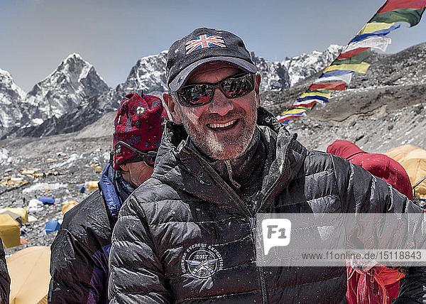Nepal  Solo Khumbu  Gruppe von Bergsteigern im Everest-Basislager