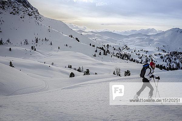 Österreich  Salzburger Land  Grossarl  Filzmooshoerndl  Skitourengeherin