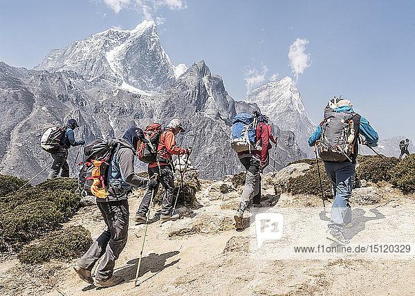 Nepal  Solo Khumbu  Everest  Bergsteiger in Dingboche
