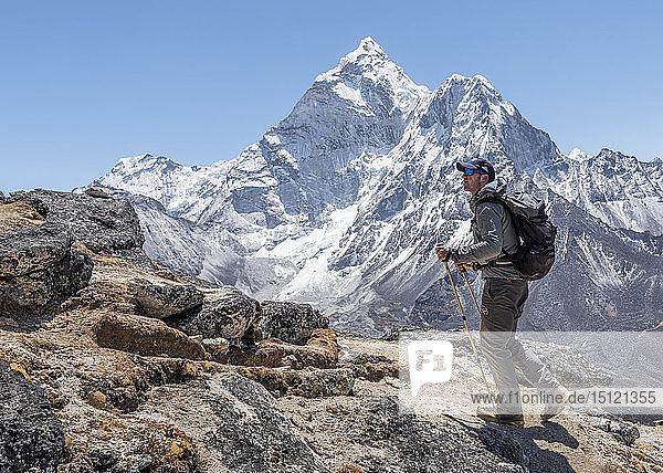 Nepal  Solo Khumbu  Everest  Mountaineer walking at Dingboche