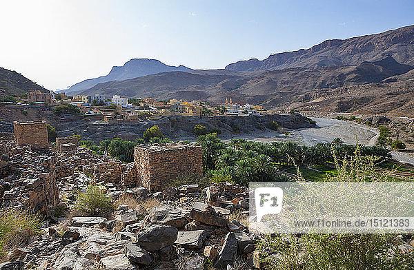 Oman  Ad Dakhiliyah Gouvernorat  Az Zuwayhir  Ruinenstadt Riwaygh as Safil  Palmenhain