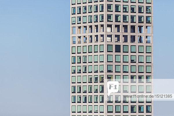 Detail eines Wolkenkratzers an der Park Avenue 432 zur blauen Stunde  Manhattan  New York City  USA