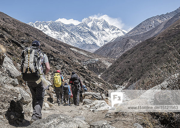 Nepal  Solo Khumbu  Everest  Mountaineers at Dingboche