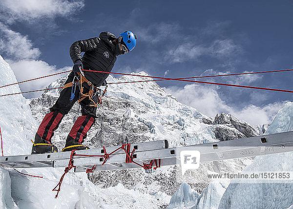 Nepal  Solo Khumbu  Everest  Mountaineer climbing on icefall