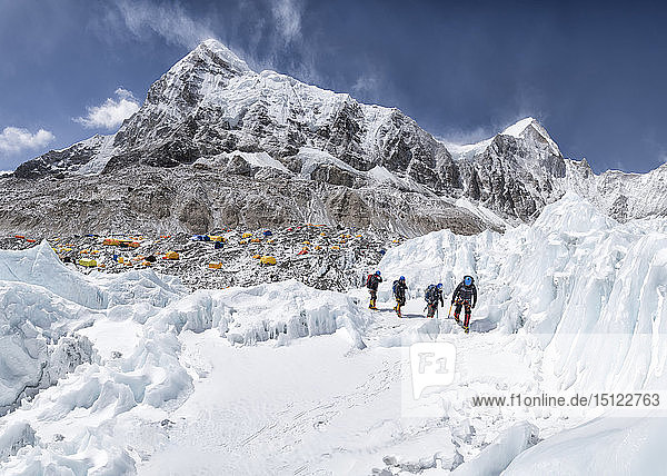 Nepal  Solo Khumbu  Mountaineers coming from Everest Base Camp