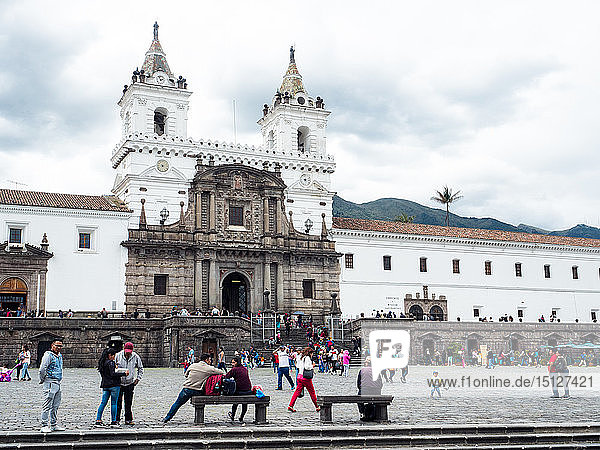 Plaza San Francisco with 16th century church and monastery of St. Francis  UNESCO World Heritage Site  Quito  Ecuador  South America