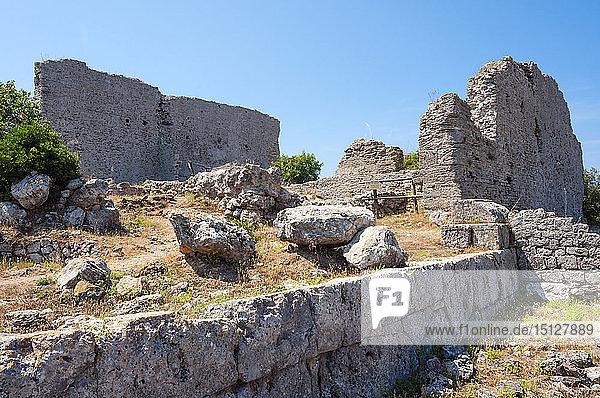 Capitolium  Ruins of Main temple on the Arx  Roman town of Cosa  Ansedonia  Grosseto province  Maremma  Tuscany  Italy  Europe
