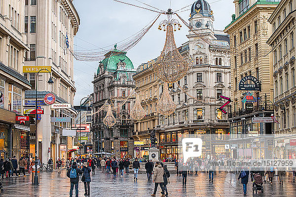 Christmas illuminations at dusk  on Vienna's city centre thoroughfare the Graben  Vienna  Austria  Europe