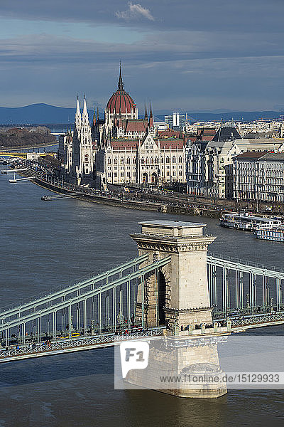View over the River Danube River to Chain Bridge and Parliament Building  UNESCO World Heritage Site  Budapest  Hungary  Europe