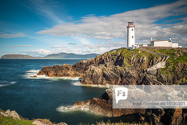 Seascape with Fanad Head lighthouse on County Donegal coast  Ulster region  Republic of Ireland  Europe