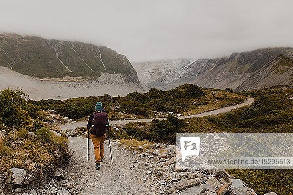 Wanderer auf Entdeckungsreise  Wanaka  Taranaki  Neuseeland