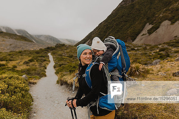 Wanderer und Baby-Erkundungspfad  Wanaka  Taranaki  Neuseeland