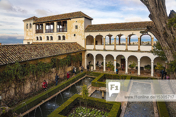 Courtyard of Palacio de Generalife  Alhambra  Granada  Spain