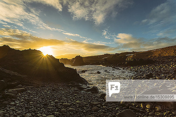 Island  Snaefellsjokull-Nationalpark  Hellnar  Geruchshalbinsel am frühen Morgen