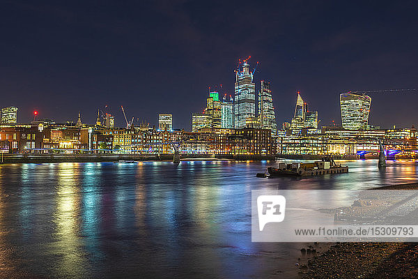 Skyline der Stadt London mit   London  UK