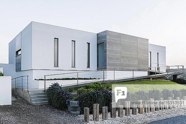 Außenansicht einer modernen Villa