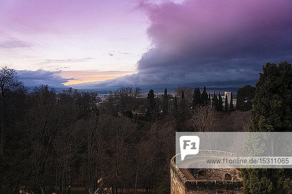 Sonnenaufgang vom Alhambra-Hügel  Granada  Spanien