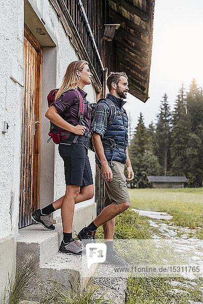 Young couple at a farmhouse during a hiking trip  Vorderriss  Bavaria  Germany