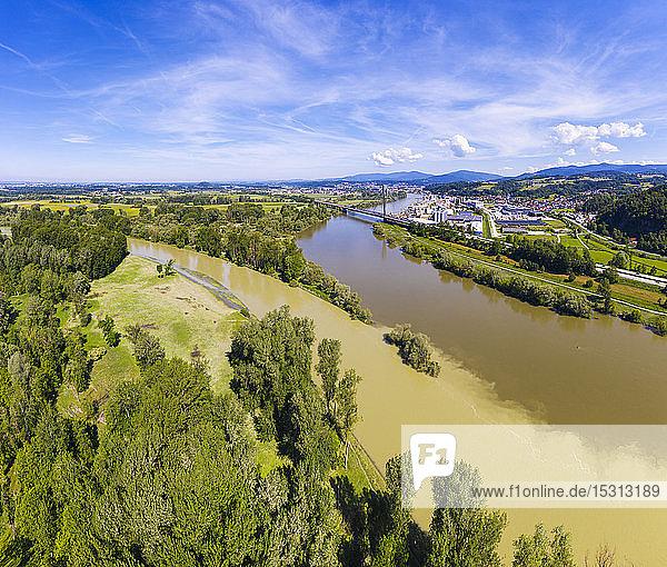 Isarmündung in die Donau bei Deggenau  Niederbayern  Deutschland