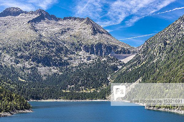 France  Hautes-Pyrenees  Haute Vallee d'Aure  Neouvielle National Nature Reserve  Neouvielle (or Aubert) peak 2863 meters high  the Oredon lake and dam of Cap de Long