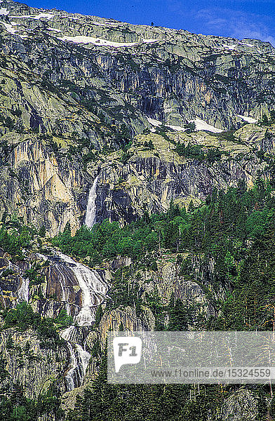France  Pyrenees National Park  Aure valley  waterfall in the Neouvieille natural reserve.