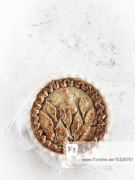Pie mit dekorativem Teigdeckel