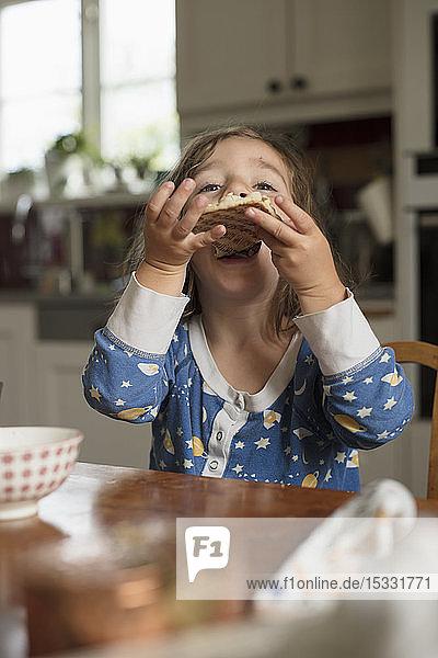 Mädchen beim Essen