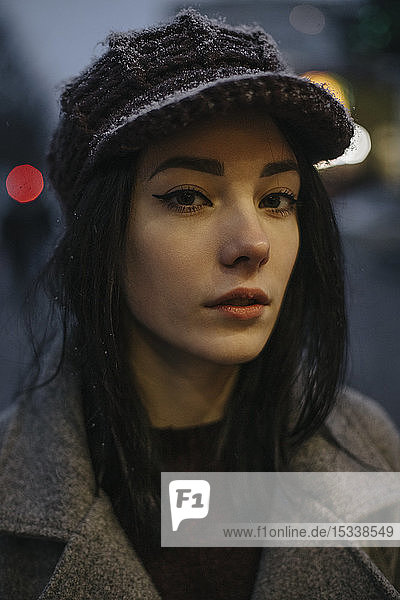Portrait of young woman wearing woolly hat and eyeliner