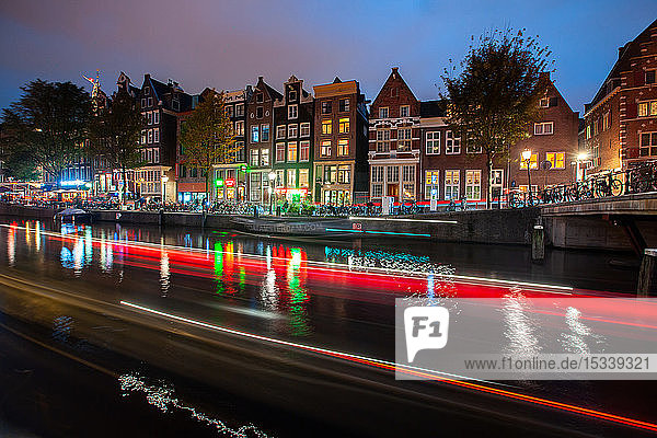 Light trials of boats along the canal
