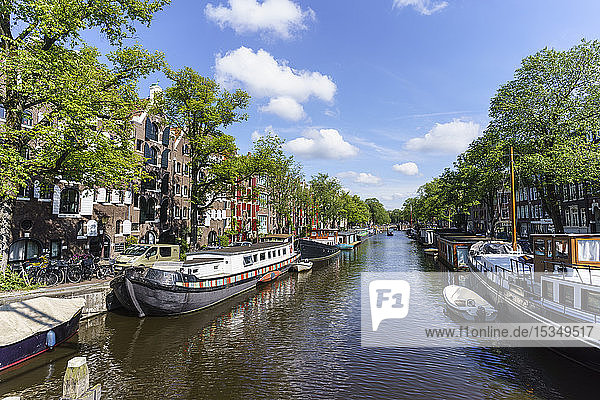 Houseboats on Brouwersgracht Canal  Amsterdam  North Holland  The Netherlands  Europe