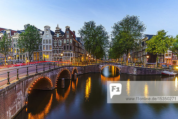 Keizergracht Canal at dusk  Amsterdam  North Holland  The Netherlands  Europe