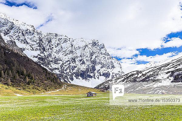 Lonely hut in Val Radons (Radons Valley)  Albula region  Canton of Grisons (Graubunden)  Switzerland  Europe