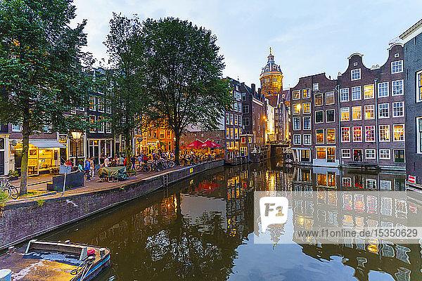 Restaurants by a canal at dusk  Oudezijds Kolk  Amsterdam  North Holland  The Netherlands  Europe