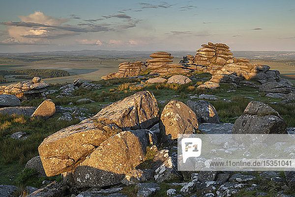 First light on the granite boulders of Roughtor in Bodmin Moor  Cornwall  England  United Kingdom  Europe