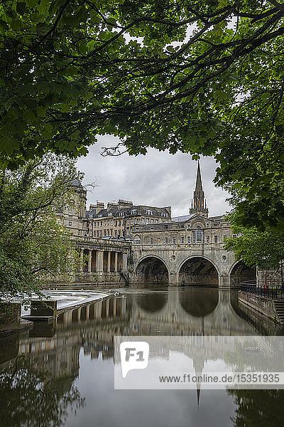 Pulteney Bridge reflected in the River Avon  Bath  UNESCO World Heritage Site  Somerset  England  United Kingdom  Europe