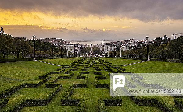 Parque Eduardo VII bei Sonnenuntergang  Lissabon  Portugal
