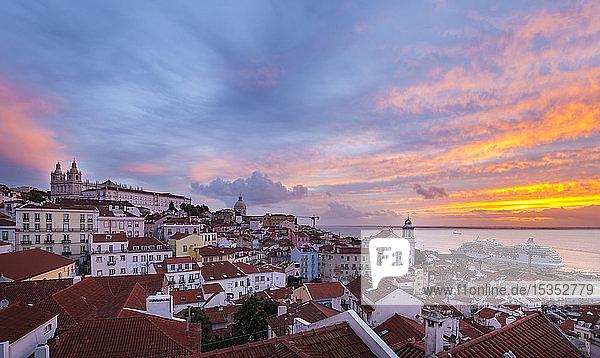 Bezirk Alfama bei Sonnenuntergang  Lissabon  Portugal