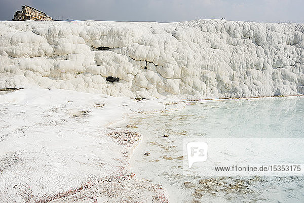 Kalziumkarbonat-Terrassen von Pamukkale (antike Hierapolis)  Türkei