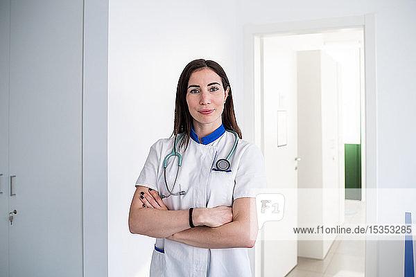 Arzt im Sprechzimmer