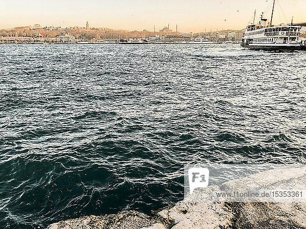 Blick aufs Meer  Karaköy  Türkei