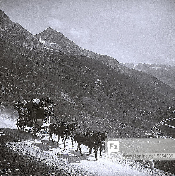 Magic lantern slide circa 1880  Victorian/Edwardian social history  taken by photographer Samuel J. Beckett  the of�cial photographer of the Norwegian cruises in the years between 1892 and 1903. This shows a stagecoach pulled by a team of horses down a mountainside road during a tour; Norway