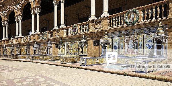 Mosaikbilder aus Azulejo-Fliesen  Plaza de España  Sevilla  Andalusien  Spanien  Europa