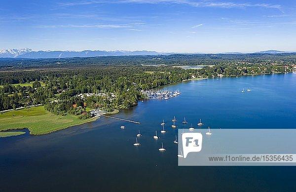 Starnberger See mit Blick auf Seeshaupt  Fünfseenland  Oberbayern  Bayern  Deutschland  Europa