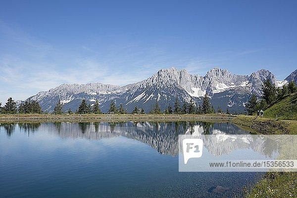 Bergsee am Astberg  Astbergsee  Wassserspiegelung  Going  hinten Wilder Kaiser  Kaisergebirge  Kitzbüheler Alpen  Tirol  Österreich  Europa