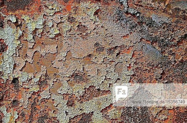 Rostiger Schiffsrumpf  abgeblätterte Farbe  Hintergrund  Deutschland  Europa