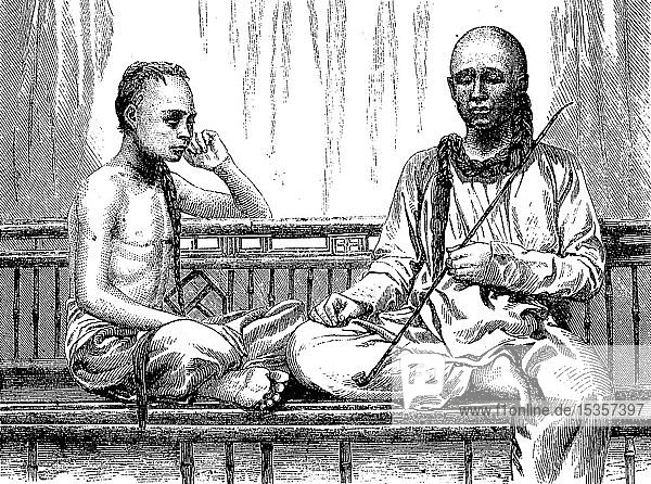 Buddhistische Priester und junge Siamesen mit einem langem Zopf  Siam  1880  historischer Holzschnitt  Thailand  Asien