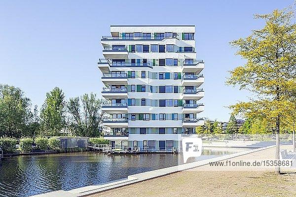 Wohngebäude WaterHouses  experimenteller Wohnungsbau  Internationale Bauausstellung Hamburg  IBA  Wilhelmsburg  Hamburg  Deutschland  Europa