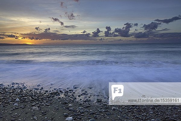 Sonnenuntergang am Strand  Chrysochou Bay  Paphos  Republik Zypern  Zypern  Europa